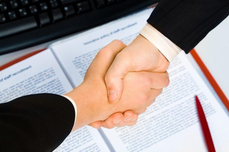 Заключать коммерческие и другие контракты