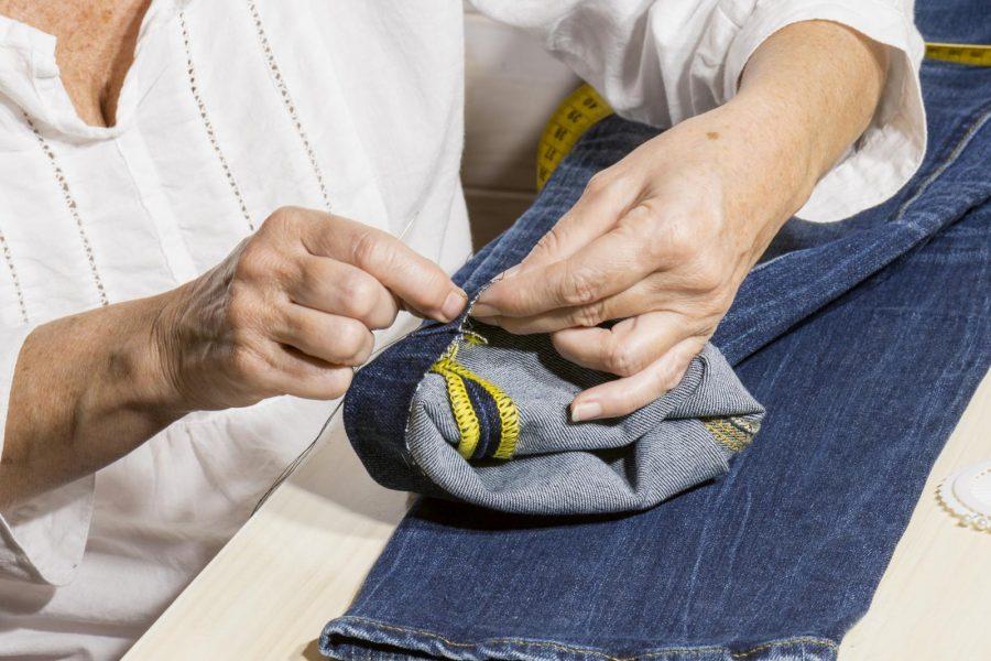 Пошив и ремонт одежды пенсионером