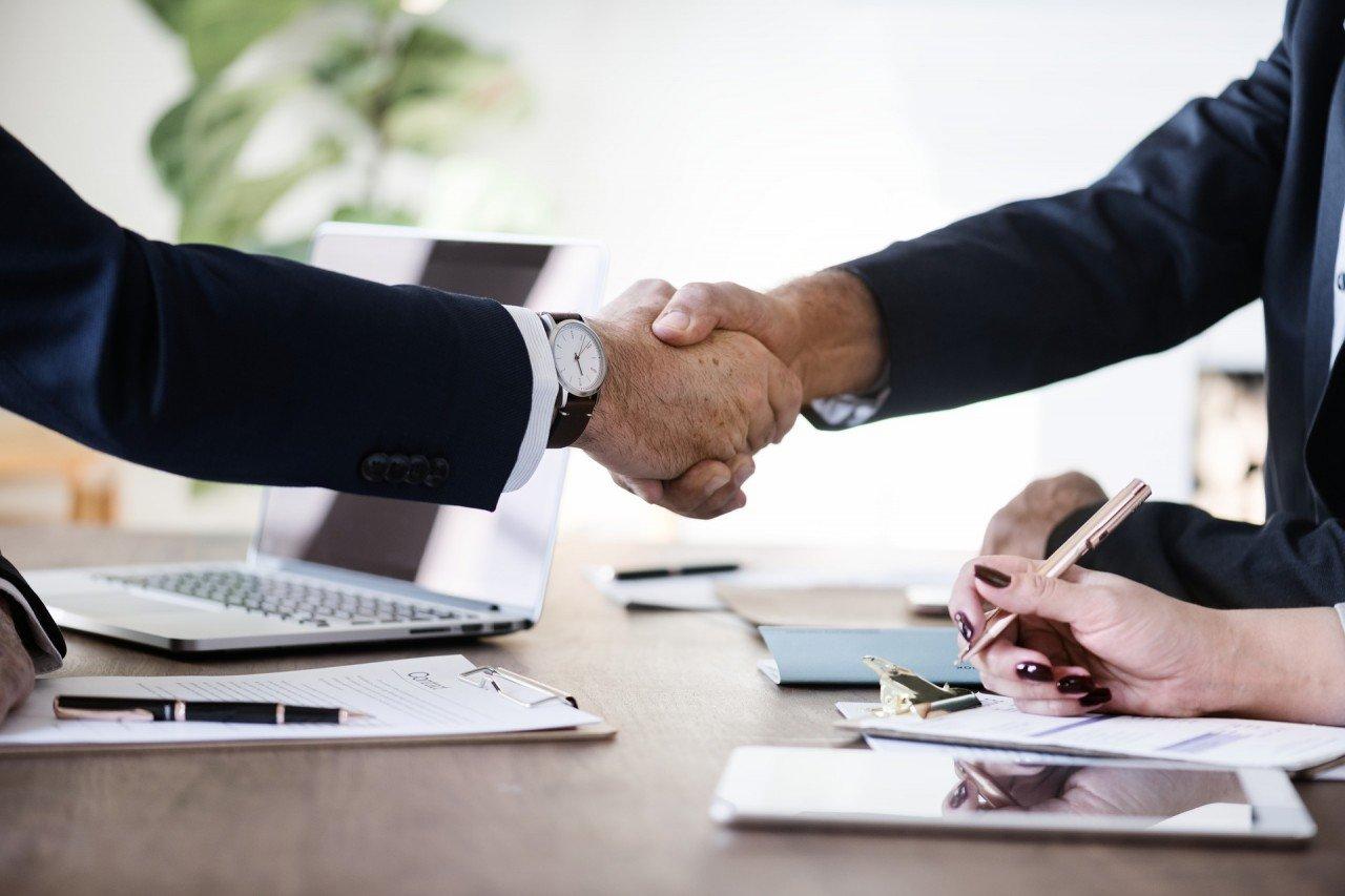 Заключать сделки с юридической силой
